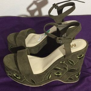 Mia wedge embroidered shoes, new!
